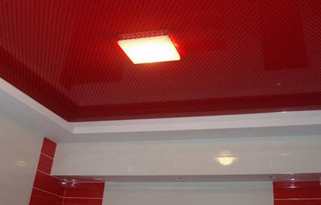 Перфорированный потолок в ванной