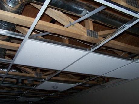 Монтаж модулей подвесного потолка