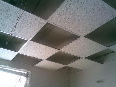 Потолок с комбинированными элементами