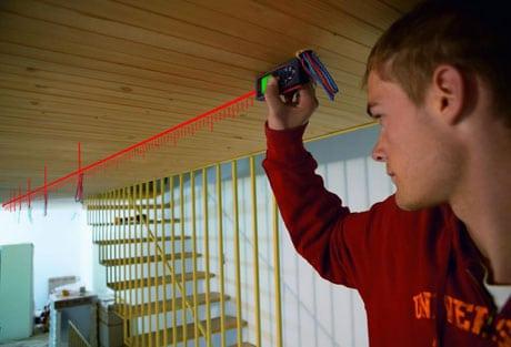 Лазерная линейка для замера потолка