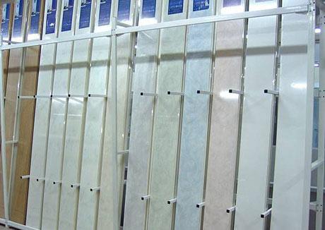 Выбор панелей ПВХ для потолка