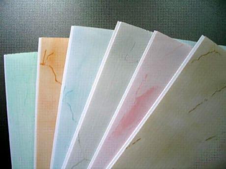 Пластиковые панели для потолка в ванную