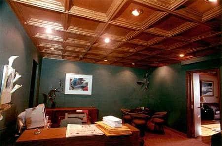Потолок из натуральной древесины