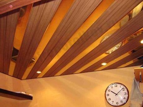 Реечные потолки с покрытием шпоном