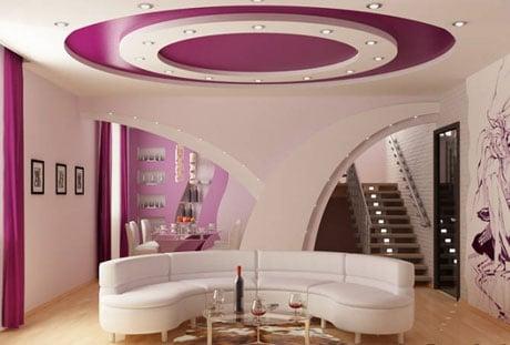 Декоративный подвесной потолок в гостиной