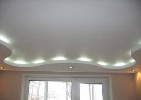 Подвесной потолок со встроенным освещением