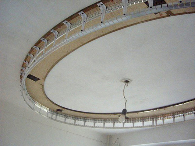 Профиль на потолке