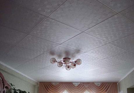 Диагональный способ поклейки потолочной плитки