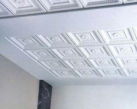 Декорирование потолка пенопластом