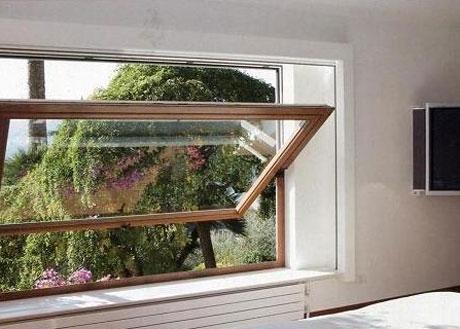 Окно со среднеподвесным механизмом