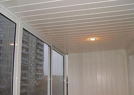 Пластиковые панели на балконе