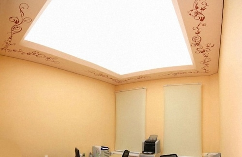 Потолок-светильник с «рамой»