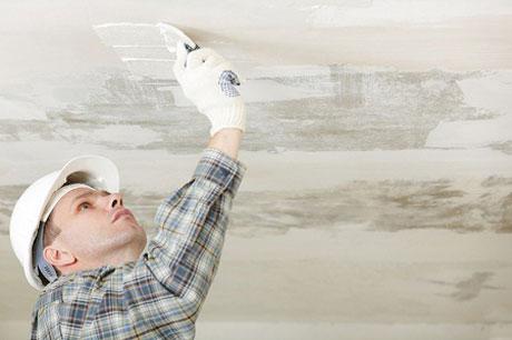 Нанесение штукатурки на потолок