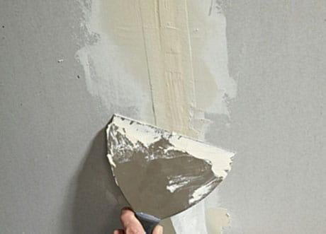 Заделка трещин на потолке и стенах