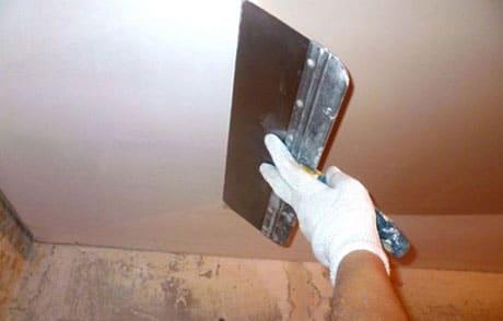 Шпатель для выравнивания потолка