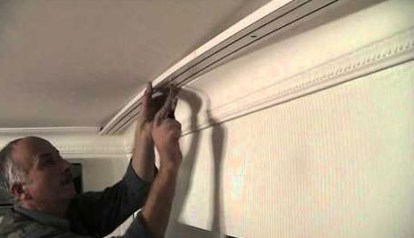 Монтаж карниза на потолок