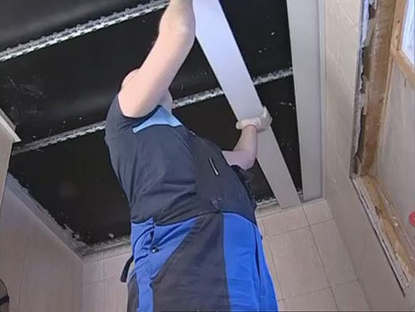 Монтаж реек подвесного потолка