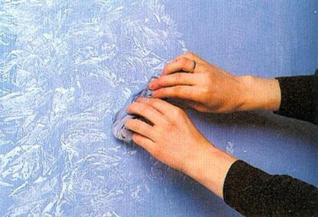 Нанесение на поверхность фактурной краски