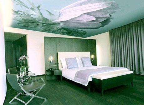 Рисунок на натяжном потолке в спальне