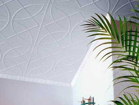 Потолок из полистирольных плит