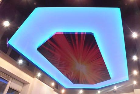 Многоярусный потолок с подсветкой