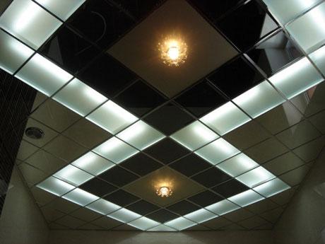 Оформление кассетного стеклянного потолка