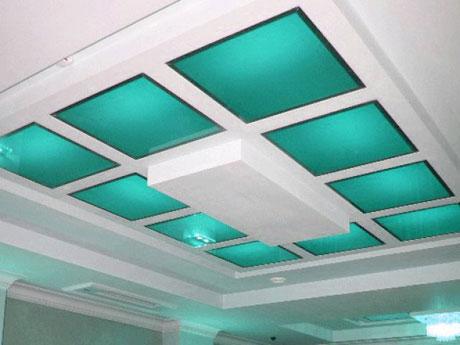 Потолок со стеклянными вставками