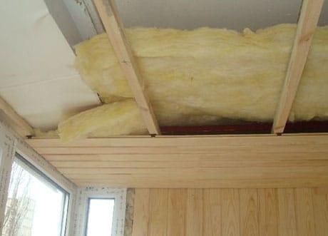 Укладка утеплителя на потолок балкона