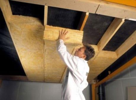 Процесс утепления потолка