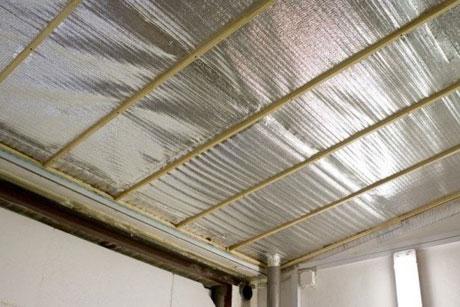 Утепление потолка фольгизированными материалами