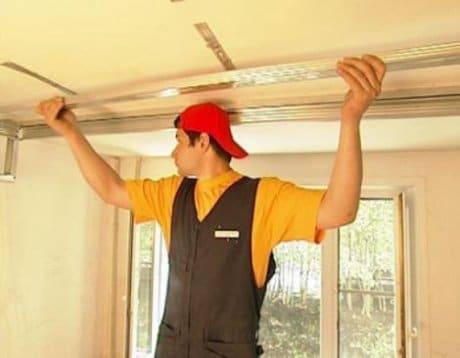 Монтаж подвесов для гипсокартонного потолка