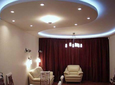 Подвесной потолок в гостинй