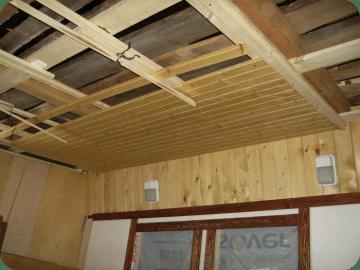 Обшивка деревянного потолка вагонкой