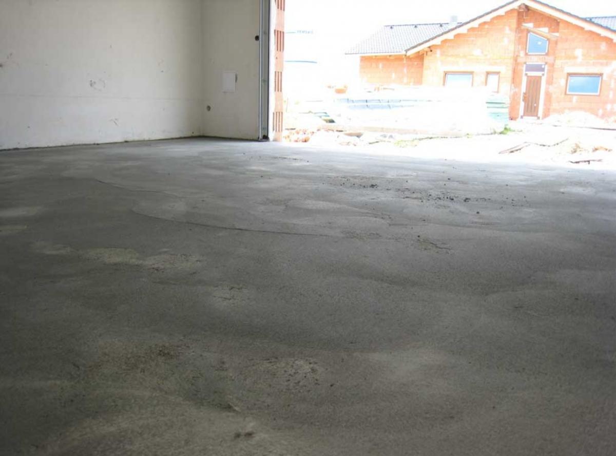 Забетонированный пол в гараже