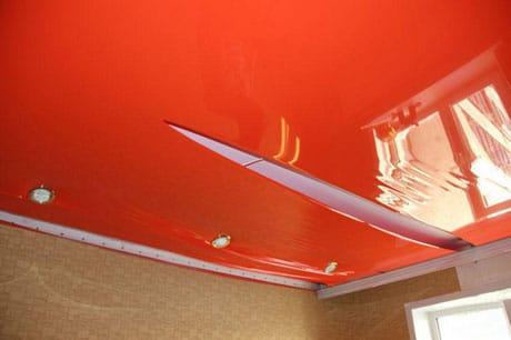 Разрыв натяжного полотна потолка