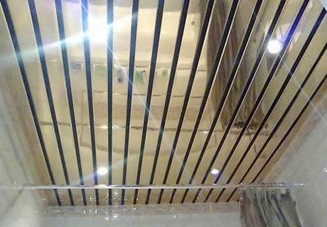 Реечный зеркальный потолок
